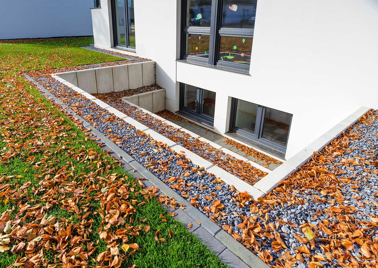Link zur Bilddatei: Kirchhelle_Referenzen_Privatgarten_mit_Rollrasen_Gaelriebilder_06